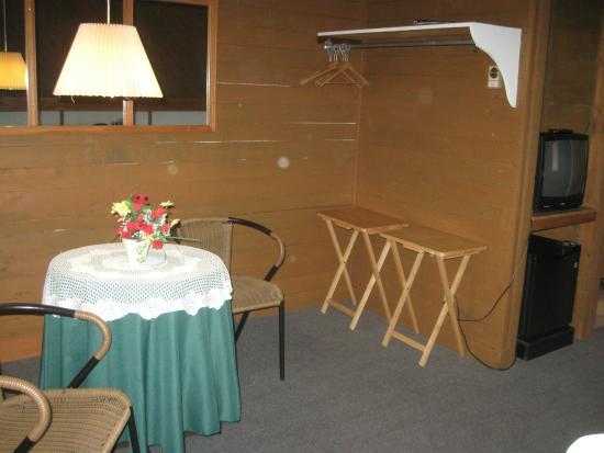 Auberge Motel La Becassine: resting area in the room