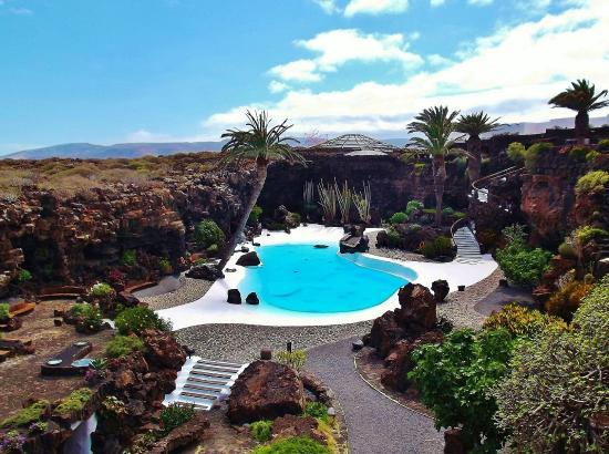 Punta Mujeres, Spanyol: Blick auf den weißen Pool