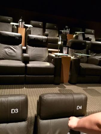 Jupiter, FL: Great deluxe cinema! And great service as well