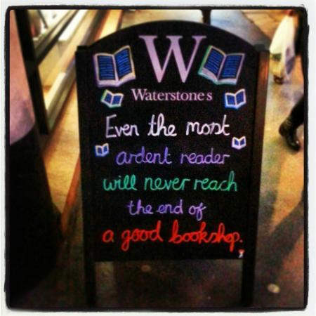 Waterstone's Booksellers Ltd: Placa na entrada da loja