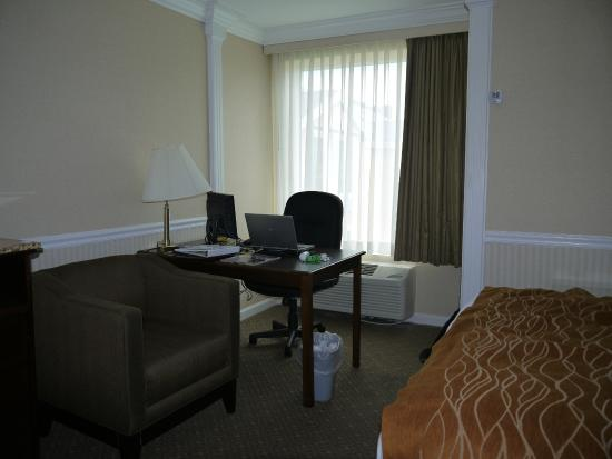 Comfort Inn & Suites: Work Area