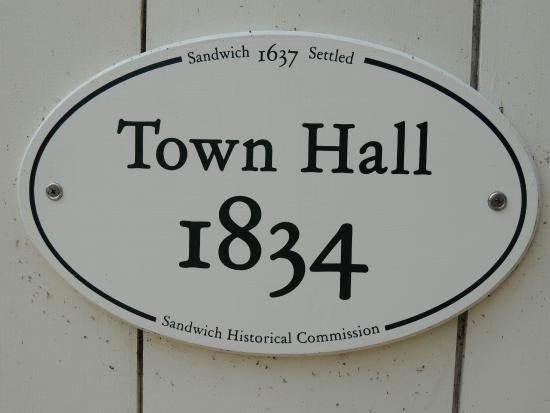 Sandwich Town Hall : sign