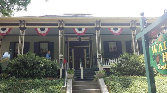 Walnut Hills Restaurant Vicksburg Ms Outside Of Building