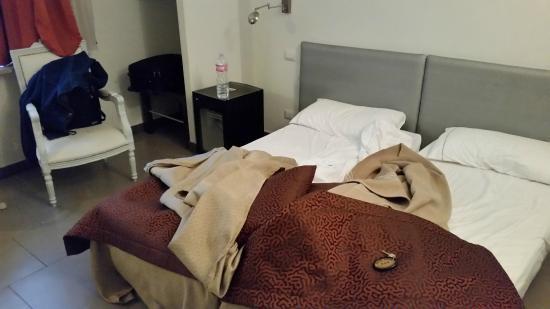 Hotel Nizza: Vista da cama