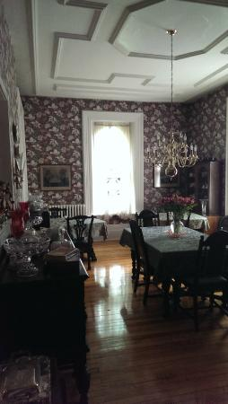 The Highland Manor: The breakfast room