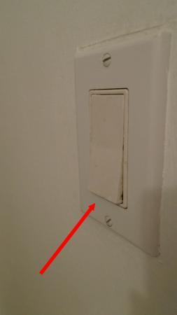 Ottawa Inn: Photo montrant le mauvais état de la chambre ou  sa malpropreté (zoomer pour bien voir)