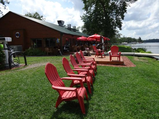Ernie's On Gull Lake: Just Waiting for You