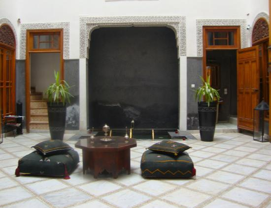 Riad Layla : Open area with water feature