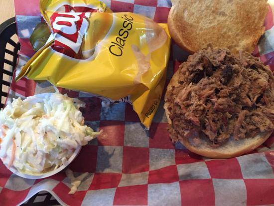 Casey's BBQ and Smokehouse: Pulled pork sandwich