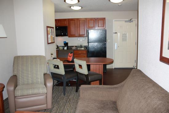 Candlewood Suites Virginia Beach / Norfolk: Living area