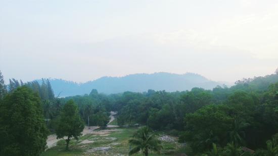 Swiss-Garden Beach Resort Damai Laut: Morning view outside our window