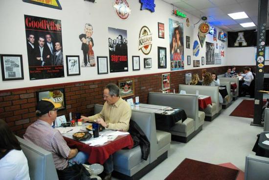 Capone's Pizza: Capone's Interior