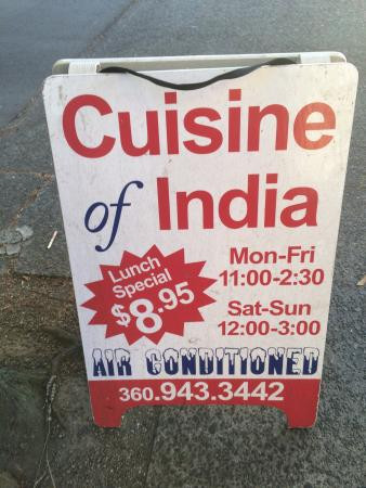 Great Cuisine of India: Big mural outside and Air Conditioned!