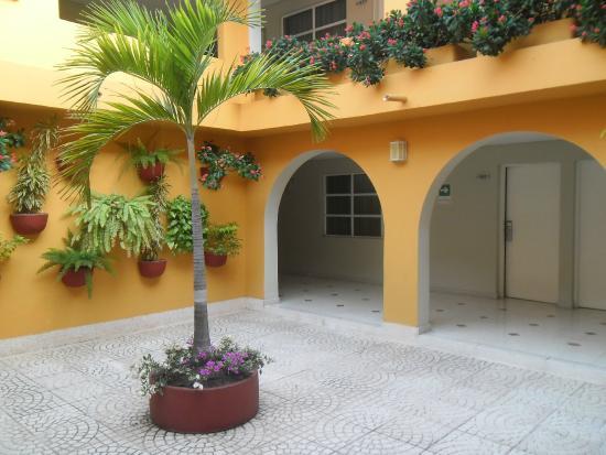 Hotel San Martin Cartagena Patio Y Galeria Interna