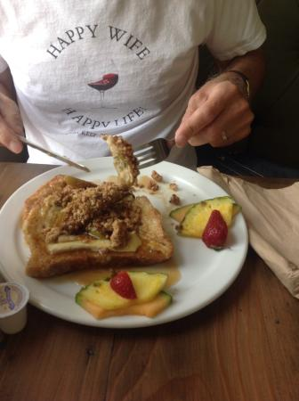 Main Street Cafe: Cheezy Apple French toast.
