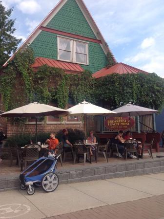 Main Street Cafe: Outside patio.