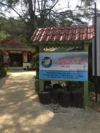 Fauna Beach Chalet: Good priced room. The room we got looked nice n clean enough. Ambience is good pretty quiet if u