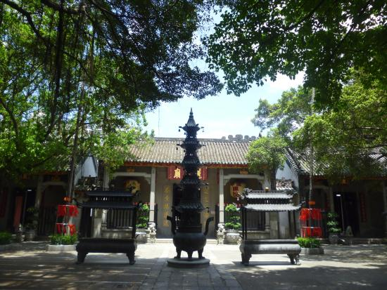 Lin Fung Temple (Temple of the Lotus)