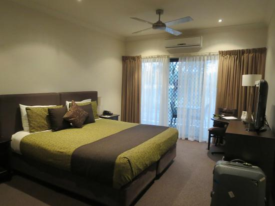 Clare Country Club: room