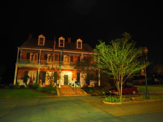 Old Castillo Bed & Breakfast: Old Castillo at night