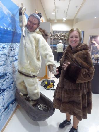 """Moyoro Kaizuka-kan : Dressing up in a coat with a """"Northern"""" person."""