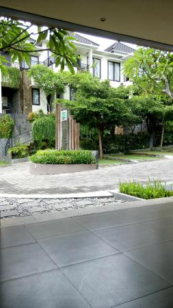 DenBukit Residence and Suite: территория