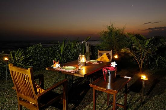 South Point Villa: Dining In The Garden Under The Stars Close To The Waves  Breaking