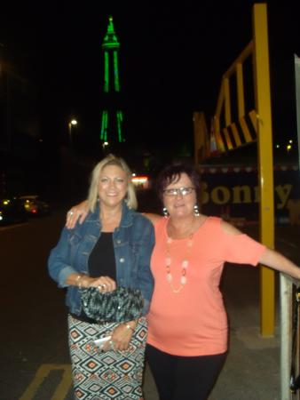 Fairhaven Hotel Blackpool: OUT ON THE RAZZ !!