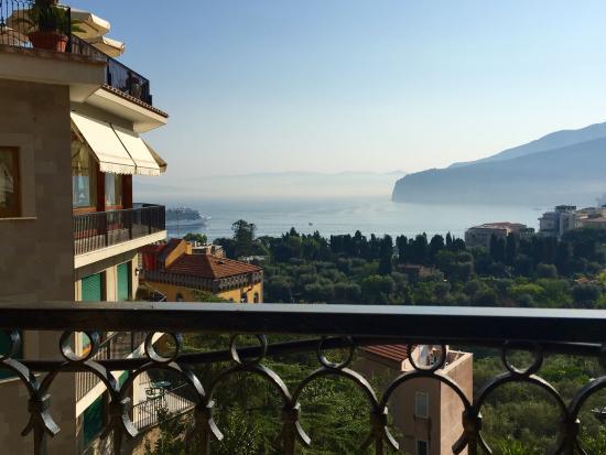 Grand Hotel Capodimonte Photo