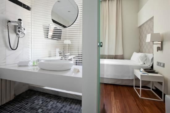 NH Alonso Martinez: standard single Room