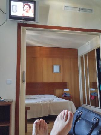 HSM President Golf & Spa: La TV encima del marco de la puerta