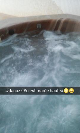 Saint-Gatien-des-Bois, Prancis: Le jacuzzi ou je suis restée des heures <3