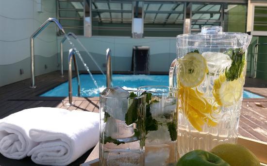 Ako Suite Hotel: Piscina exterior (abril-octubre)