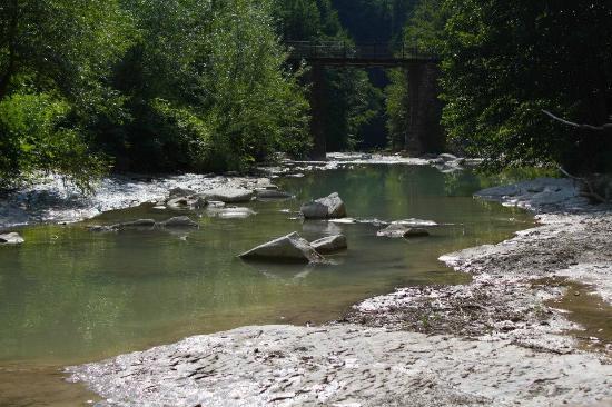 Cascata del fiume foto di azienda agrituristica mulino di culmolle bagno di romagna tripadvisor - Agriturismo mulino di culmolle bagno di romagna ...