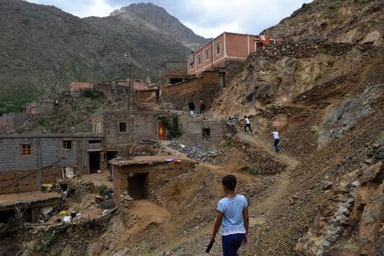 Trekking Morocco Mountains - Day Tours: Trekking through Abdou's village