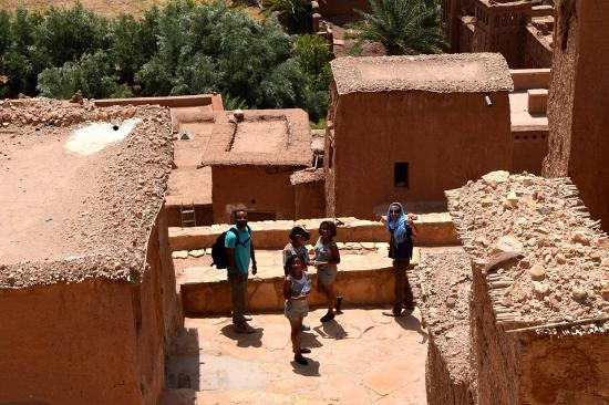 Trekking Morocco Mountains - Day Tours: The family in Ait Behaddou