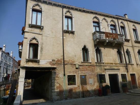 UNA Hotel Venezia: unassuming but lovely old palace and now hotel