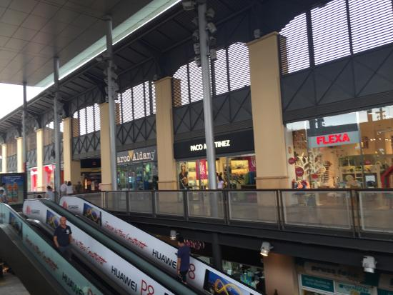 Fotograf a de centro comercial la maquinista - Maquinista centro comercial ...