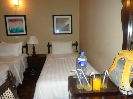 Tropic Inn Hotel: spacious room