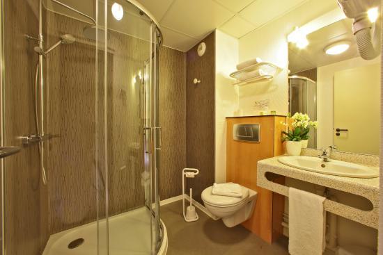 Logis Clem'otel : salle de douche