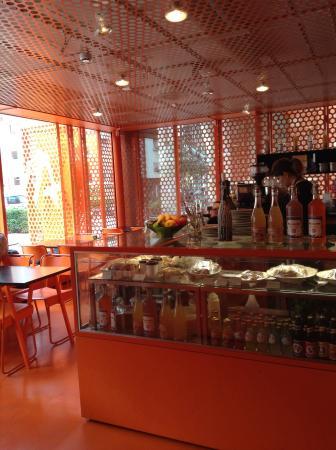 Njutbar: Оранжевое кафе