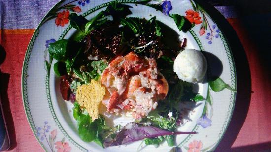 Quinsac, Francia: Les crepiteroles, salade de gambas, rémoulade au homard un vrai délice
