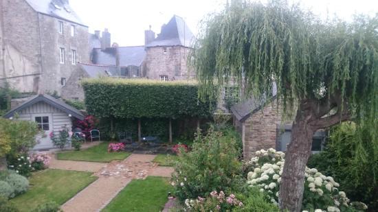 Le Clos St yves : Beautiful gardens.