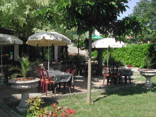 jardin privé Photo de Restaurant Au Levant, Saint Maurice