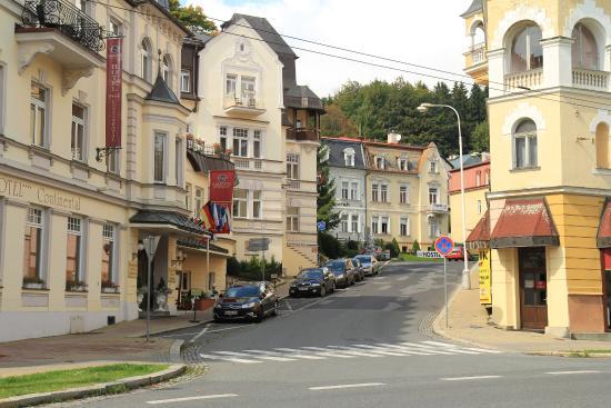 Hotel Continental: Слева отель Continental
