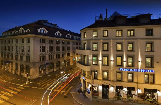 Fleming's Hotel Zürich: Front by night
