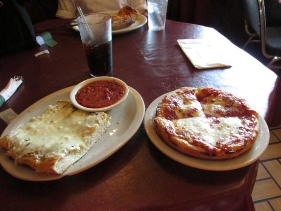 Duanesburg, NY: Personal pan cheese pizza and an order of garlic sticks with cheese :)
