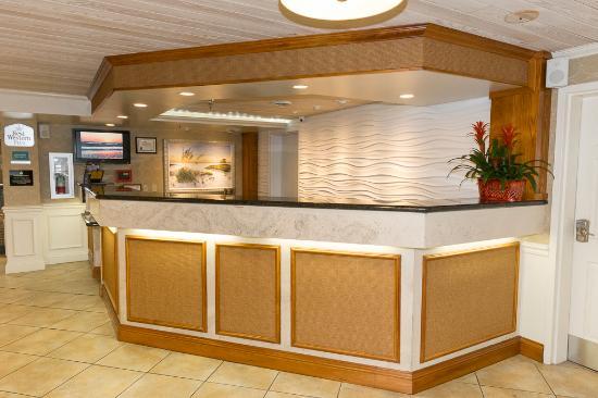 Best Western Plus Siesta Key Gateway: Front Desk