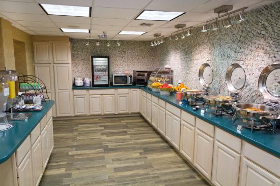 Best Western Plus Siesta Key Gateway : Complimentary Breakfast Bar