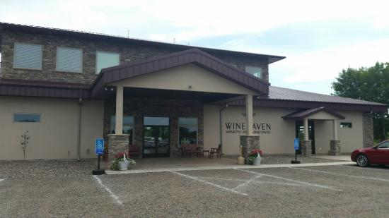 Chisago City, MN: WineHaven Winery and Vineyard